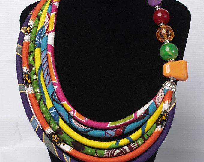 Meerkleurige Ankara Print ketting, Afrikaanse sieraden, stof ketting, verklaring ketting, Afrikaanse geïnspireerde mode, etnische sieraden, accessoires