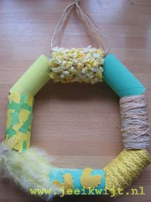 kids crafts easter wreath -- Link didn't work (if I understood the German), but looks like insides of toilet paper rolls covered with yarn, paper, etc.