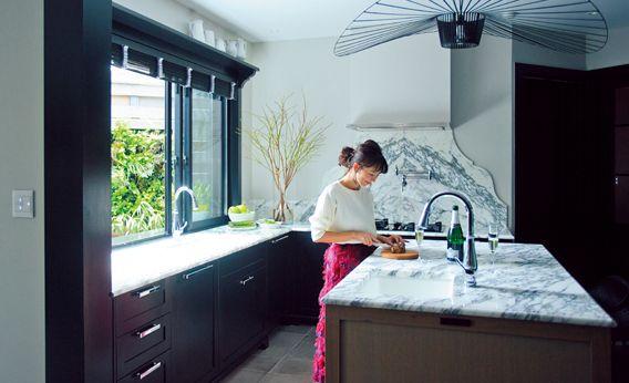 優木まおみさん宅の キッチン ベッドルーム バスルーム こだわり収納テクを大公開 Lee インテリア 収納 自宅で キッチン