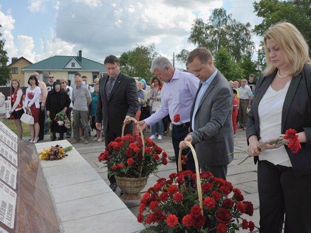 Светлая память погибшим на станции Арзамас–I: 4 июня – день скорби и нравственный урок для всех арзамасцев. >>> Исполнилось 28 лет со дня великой трагедии, приравниваемой к катастрофе на Чернобыльской АЭС: на железнодорожной станции Арзамас –I, в результате взрыва состава, по официальной версии погиб 91 человек и пострадали тысячи людей. #83147ru #Арзамас #память #трагедия #взрыв #Парусова Подробнее: http://www.83147.ru/news/3026