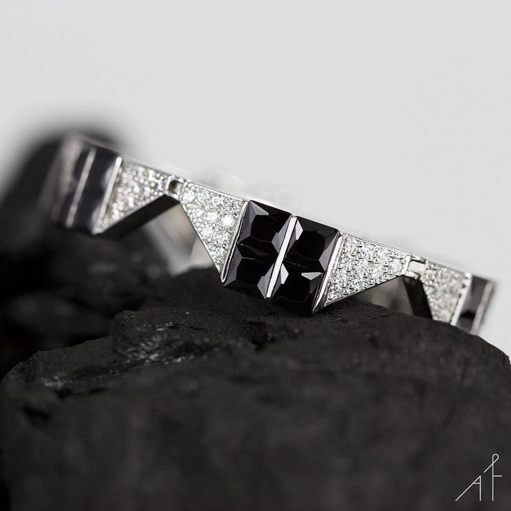 There's only one Ardecco Bracelet!  #fashion #style #fashionista #afew #afewjewels #jewelry #jewel #monday #shop #shoponline #beautiful #amazing #bracelet #silver #spain #barcelona #handmade #goodmorning #black #colour #charcoal #beauty #moda #desire #art #design