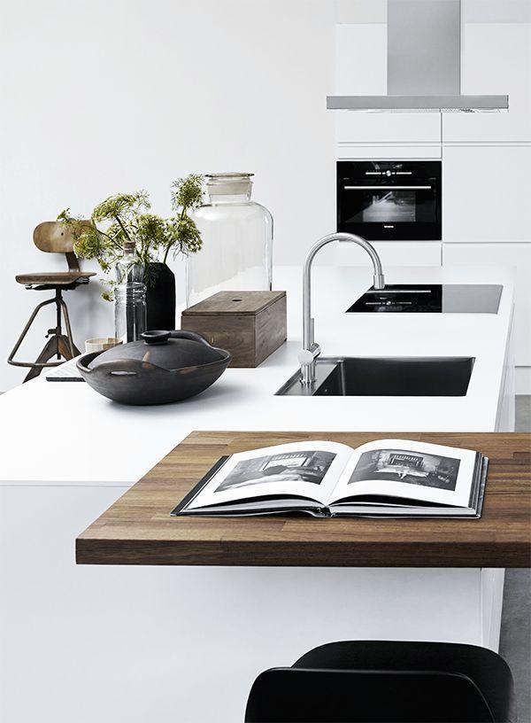 mi casa: white kitchen