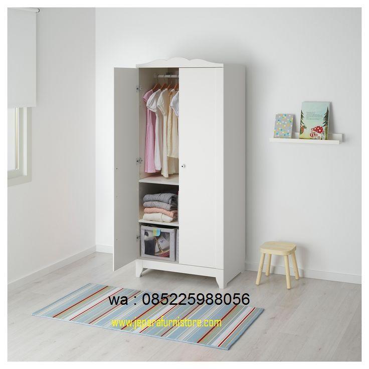 Lemari Pakaian Anak Modern Harga Murah desain terbaru yang terdapat 2 pontu biasa dengan 2 ruangan yang berisi gantungan dan rak - rak.