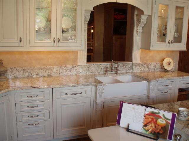 Granite colors for white cabinets white springs granite for Kitchen set granit hitam