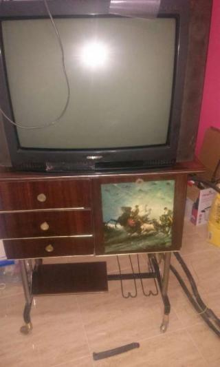 Mueble tv antiguo vintage, años 70,escucho ofeetas