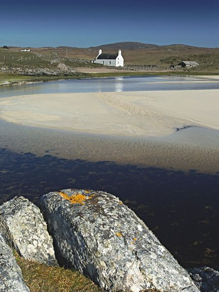 Oh - sigh! Just dreamy. I would like to take this photo for myself when I do my Harris Tweed haul...    Timsgearraidh