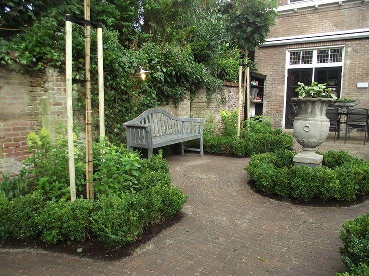 De stadstuin - formal Dutch urban garden
