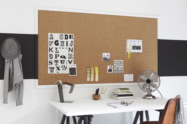 Un bureau créatif, une plaque de liège pour épingler et animer le mur. #deco #ideedeco #homedecor http://www.m-habitat.fr/tendances-et-couleurs/tendances-et-nouveautes/deco-la-tendance-recup-et-diy-3316_A