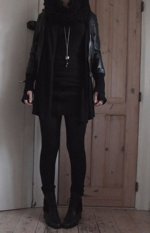 Resultado de imagen para Ranger by shortcuttothestars -- THAT'S FANTASTIC. Not the most practical way to carry a dagger though, in my humble o. Black Outfit Edgy, Mode Outfits, Fashion Outfits, Casual Goth, Rocker Look, Androgynous Fashion, Dark Fashion, Fashion Lookbook, Alternative Fashion