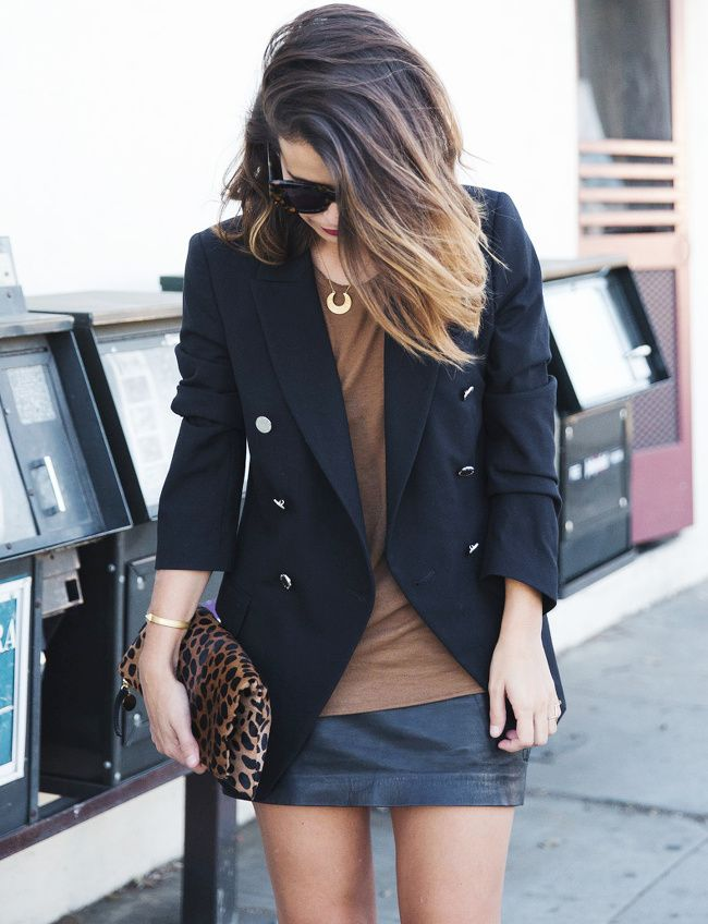 Blazer long + mini jupe en cuir + tee-shirt loose = le bon mix (blog Collage Vintage)