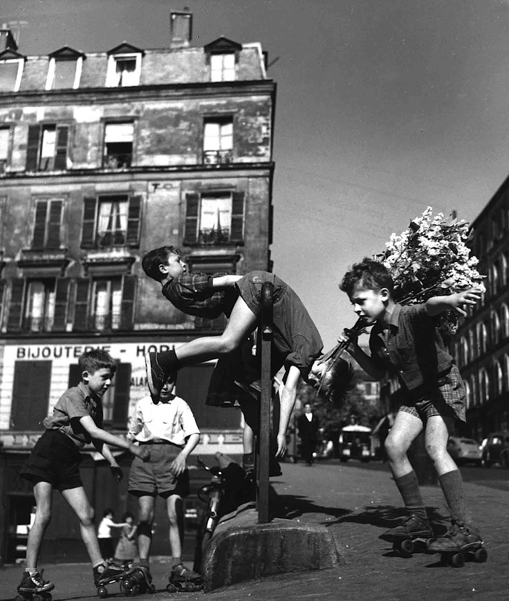 Robert Doisneau - Les lilas de Ménilmontant, Paris, 1956