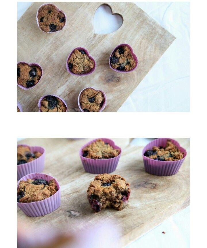 http://byebyecheeseburger.be/glutenvrije-cupcakes-met-kaneel-en-blauwe-bessen-paleo-recept/