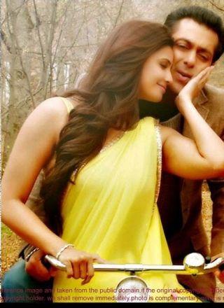 Daisy Shah Jay Ho Yellow Designer Saree http://www.angelnx.com/Sarees/Bollywood-Sarees