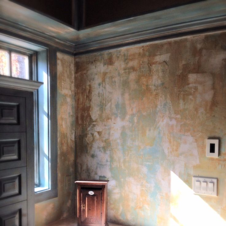 Antiqued Plastering And Gold Glaze Faux Finish Wall