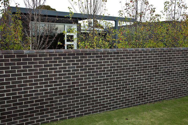 Extruded Bricks : Moonshadow