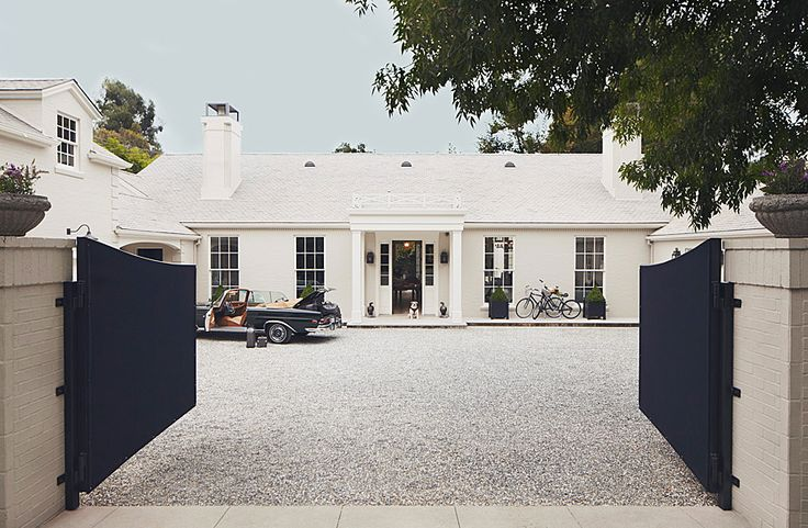 Gwyneth Paltrow's gorgeous LA driveway, which is of course paved in gravel. Architecture and design by Windsor Smith. Photo via Veranda magazine