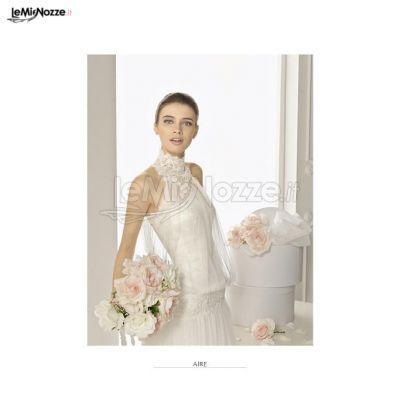 http://www.lemienozze.it/operatori-matrimonio/vestiti_da_sposa/atelier-fausto-sari/media/foto/6 Vestito da sposa ricamato con collo alto.