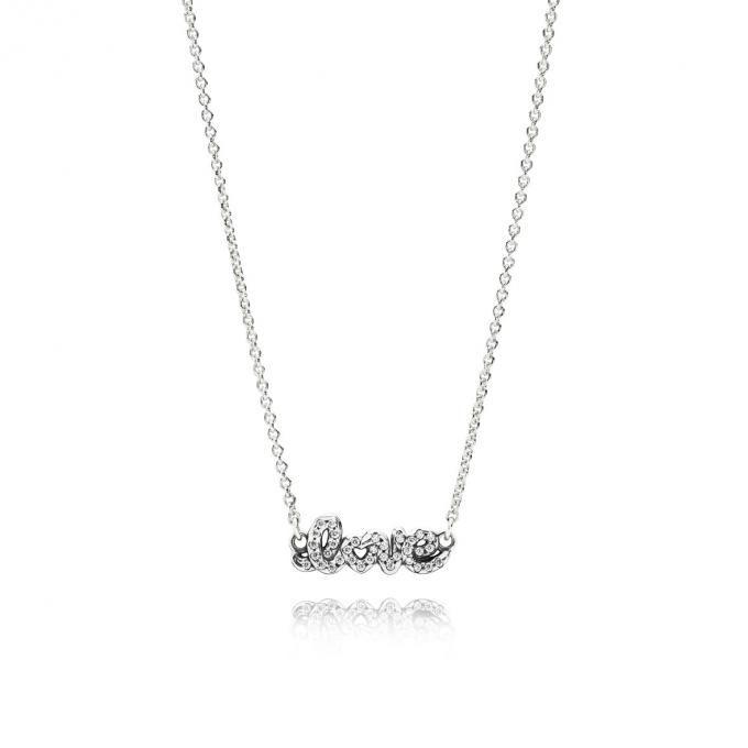 Love, un mot qui veut dire beaucoup. Dites-le lui avec ce collier Pandora Saint Valentin 2016.