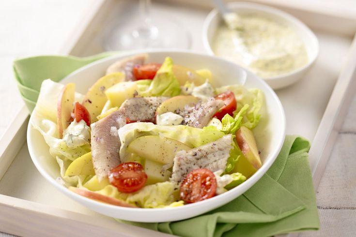 Frisse appels passen heel goed bij haring. Serveer in een aardappelsalade met kerstomaatjes en een frisse dressing op basis van yoghurt.