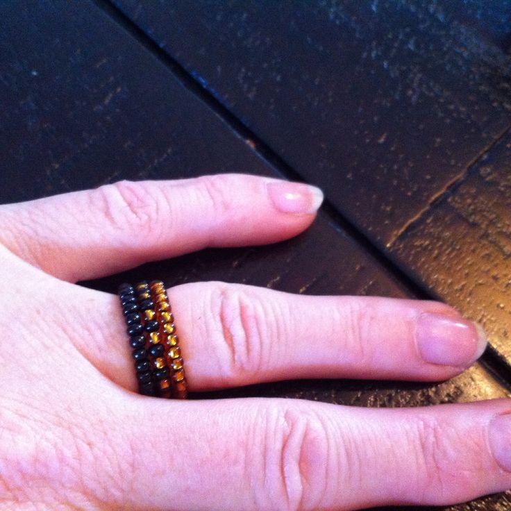 Ringen: zwart, zwart/goudkleurig en goudkleurig Kraaltjes met elastisch draad