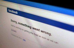 Facebook website returns to service after crash