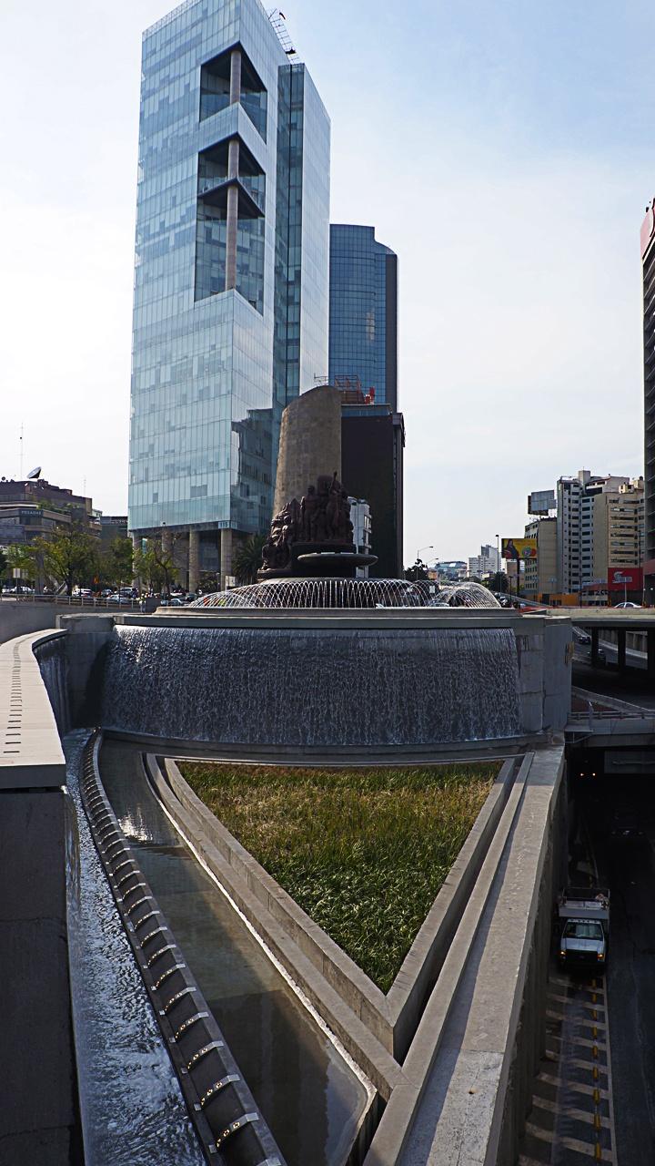 Fuente de Petróleos D.F. México. Fountain spectacular monumental water