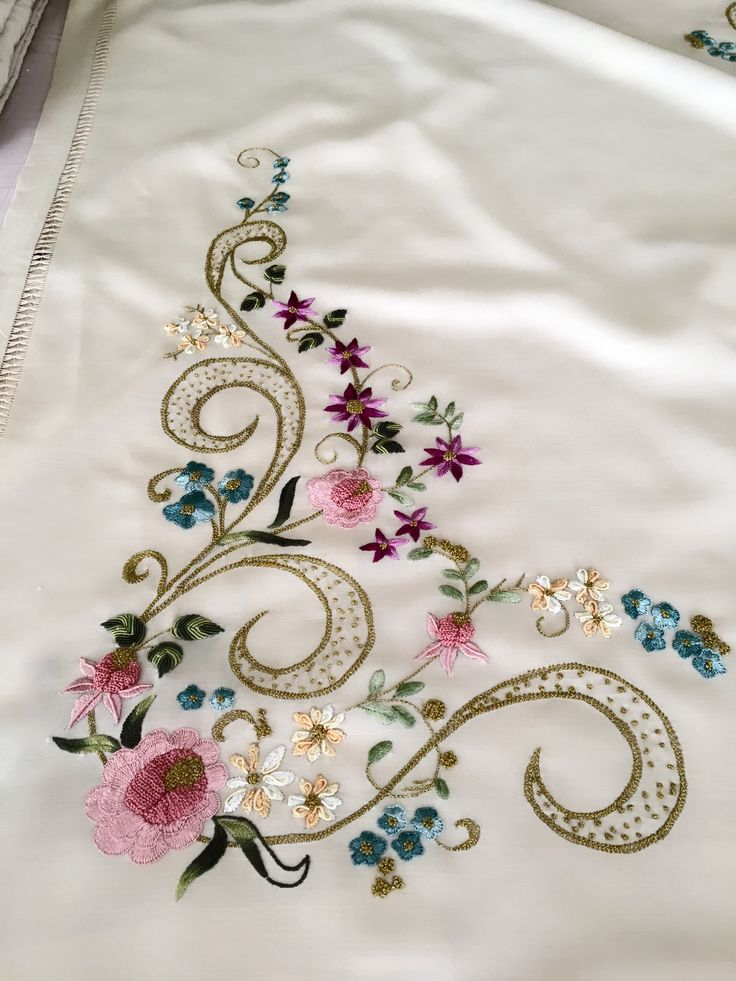 Best vintage style small flowers embroidery pillow