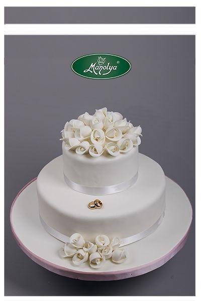 #manolyapastanesi #istanbul #yummy #weddingcake #cake #celebration #rings #wedding #white #delicious #rose