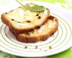 Cake au fromage de chèvre, à la courgette et au chorizo : http://www.cuisineaz.com/recettes/cake-au-fromage-de-chevre-a-la-courgette-et-au-chorizo-59768.aspx