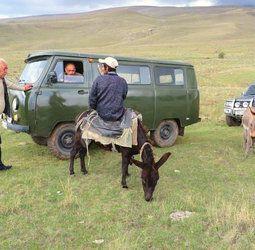 Wandelvakantie Armenië - Culturele wandelreis in de zuidelijke Kaukasus  In de schaduw van de mythische berg Ararat ligt Armenië. Net iets kleiner in oppervlakte dan België heeft het indrukwekkende buren als Iran en Turkije. Het trotse Armenië profileert zich als de oudste christelijke staat ter wereld en heeft een unieke cultuur en schrift. Zelf noemen ze hun land Hayastan. Wandelen doen we in de bergen van lagere Kaukasus in een landschap van valleien rivieren alpenweiden bergmeren en…