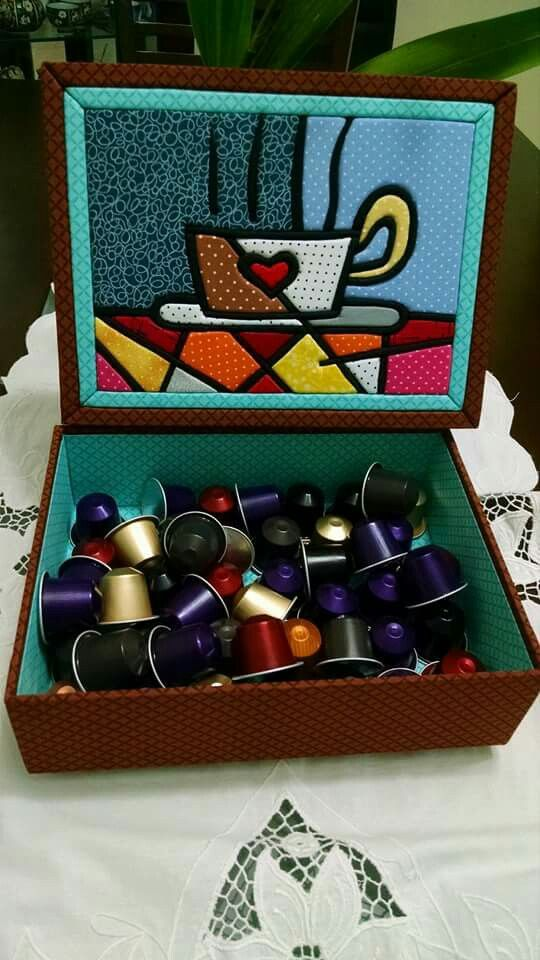 Caixa com patchwork embutido para cápsulas de café