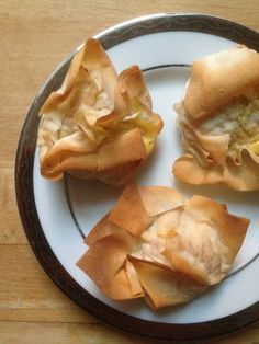 I can't believe that I have never experimented with filo pastry before! It's so much fun to use, and so easy to use, with the plus-side being that because the sheets are ultra thin it's super low in fat (and syns!). On Slimming World, the average sheet is 3.5 syns, so for something like these mini quiches you can manage a brilliant snack with ...