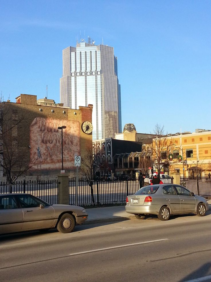 Pic taken in #ldnont on King St. near Clarence St. Visible is One London Place & the iconic Bud Gowan Antiques building.