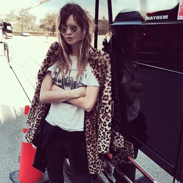 Can we please rock out with Behati. #BehatiPrinsloo #models #streetstyle
