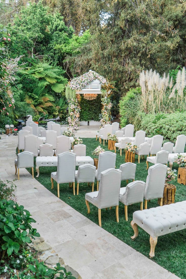 Outdoor Alfresco Ceremony with Fun Seating Concept | Photo: Gloria Mesa Photography.