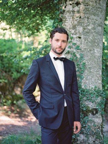 Stylish groom черный костюм жениха