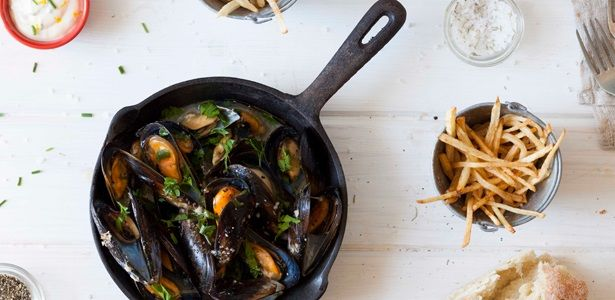 A romantic, very social and sensual meal with no pretenses. recipes, seafood, French