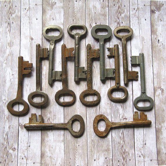 12 Vintage Skeleton Keys Old Fashioned Keys Large Metal