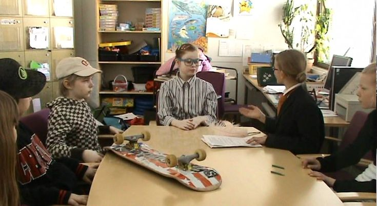 Ella luokkaretkellä -kirjan vinkkaus (video 3:46).