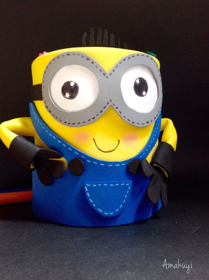 Portalápices de Minion con una lata reciclada : via MIBLOG