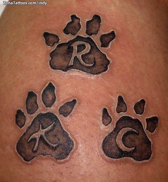 Foto tatuaje Huellas, Iniciales