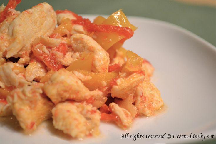 Gli straccetti di pollo e peperoni, sono un secondo facile e veloce da preperare con il bimby. Leggi la ricetta.