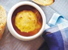 Zupa cebulowa - Przepis - Smaker.pl