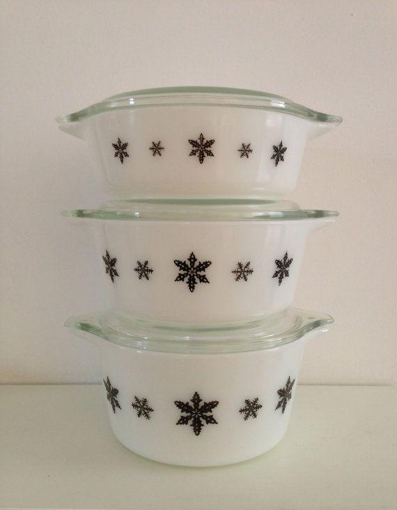 JAJ  pyrex caserole dishes -  Gaeity set of 3