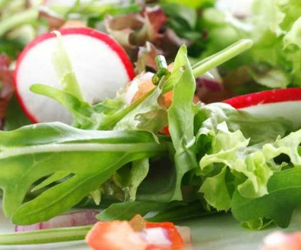 Doğal Yoldan Vitamin Alın!Canlı besinlerden aldığınız vitaminlerin haplardan aldığınızdan daha efektif olduğunu bilim adamları da söylüyor. Kabuklu yemişler, tohumlar, koyu yeşil yapraklı sebzeler ve meyveler harika vitamin kaynaklarıdır.    Yazının Devamı: Doğal Yoldan Vitamin Alın! | Bitkiblog.com   Follow us: @bitkiblog on Twitter | Bitkiblog on Facebook