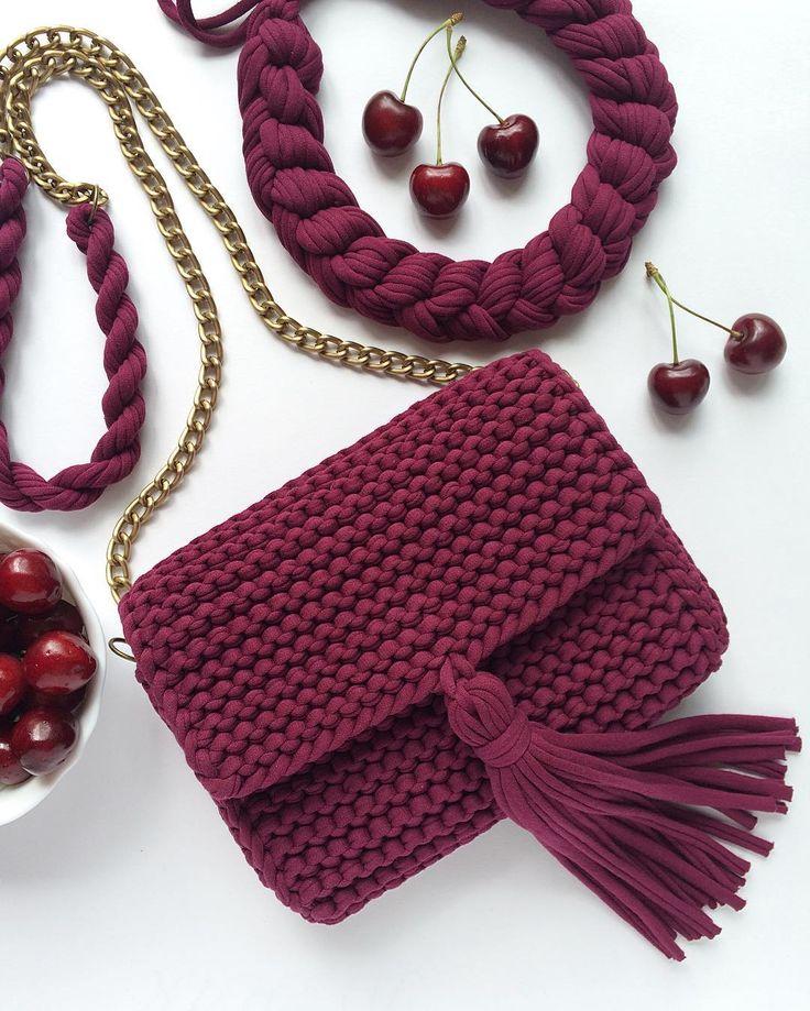 Продана. Верхушка ручки будет комфортной для плеч  #onlymyknitting #пряжаspagetti #пряжаспагетти #пряжалента #вязаниеспицами #вязаниеназаказ #вязанаясумка #сумкаручнойработы #хлопок #cotton  #красиваясумка #knit #knitting #handmade #рукоделие #ручнаяработа #аксессуары #сумка #клатч #клатчручнойработы #вязаныйклатч #красивыйклатч #вяжутнетолькобабушки #knittedbag