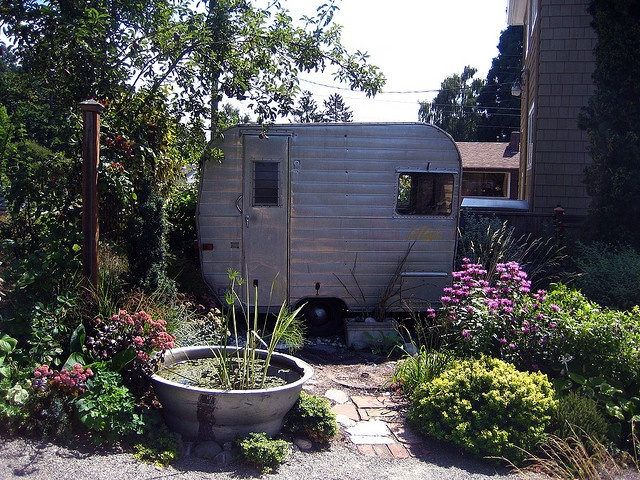I so want an Aristocrat Lil'Loafer for a potting shed #trailer #tiny_trailer #tincan_tourist #trailer_trash