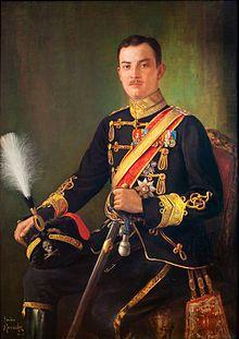 Ernesto Augusto III di Brunswick.Nato 1887+1953.duca di Brunswick dal 1913 al 1918.Capo del Casato di Hannover dal 1923 al 1953.Era figlio di Ernesto Augusto di Hannover spodestato dalla Prussia del Regno nel 1866.Visse praticamente in esilio, in quanto il padre non rinunciò alle pretese sul Regno.Nel 1913 però divenne Duca regnante di Brunswich per via delle nozze con Vittoria Luisa figlia prediletta di Guglielmo II.