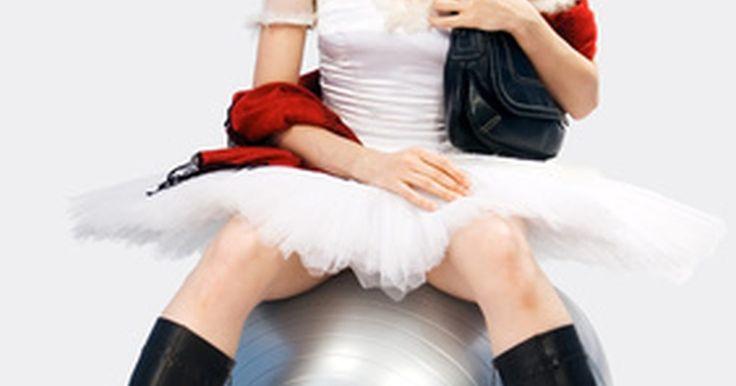 Cómo perder peso con papel film. Las ocasiones especiales requieren de rápidos resultados de adelgazamiento si necesitas vestir una prenda que es demasiado ceñida. Las novias o las damas de honor que caben perfectamente en sus vestidos durante las pruebas, pero que han aumentado de peso desde entonces pueden encontrarse en este dilema. Los luchadores profesionales y boxeadores ...
