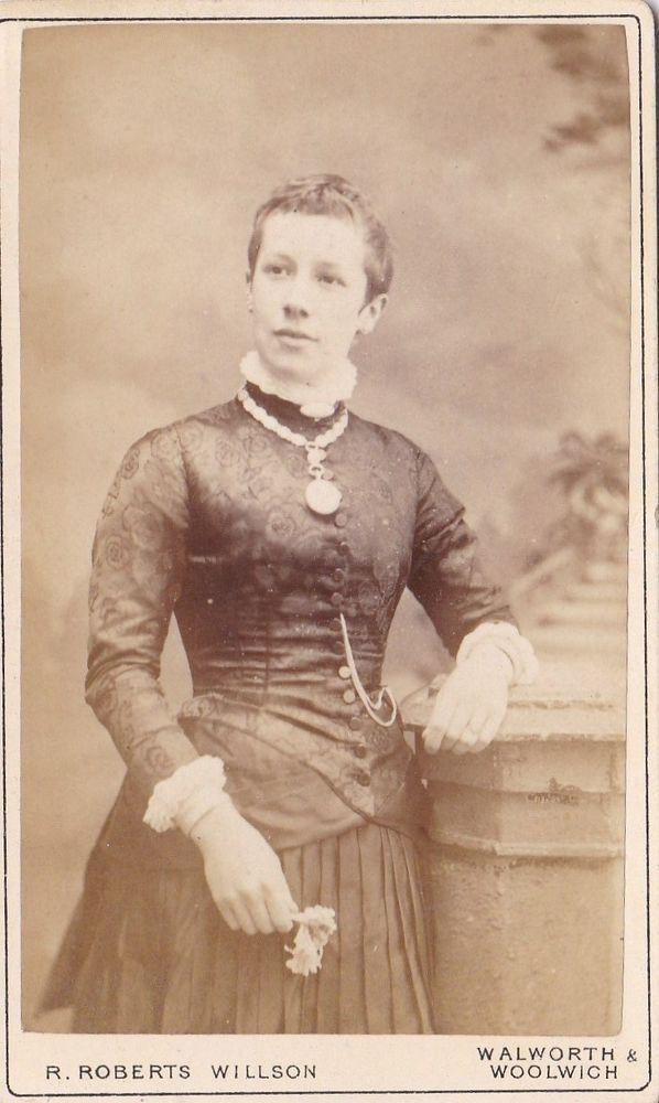 ANTIQUE CDV PHOTO - STANDING LADY  WEARING LOCKET ON CHAIN . LONDON STUDIO   | eBay